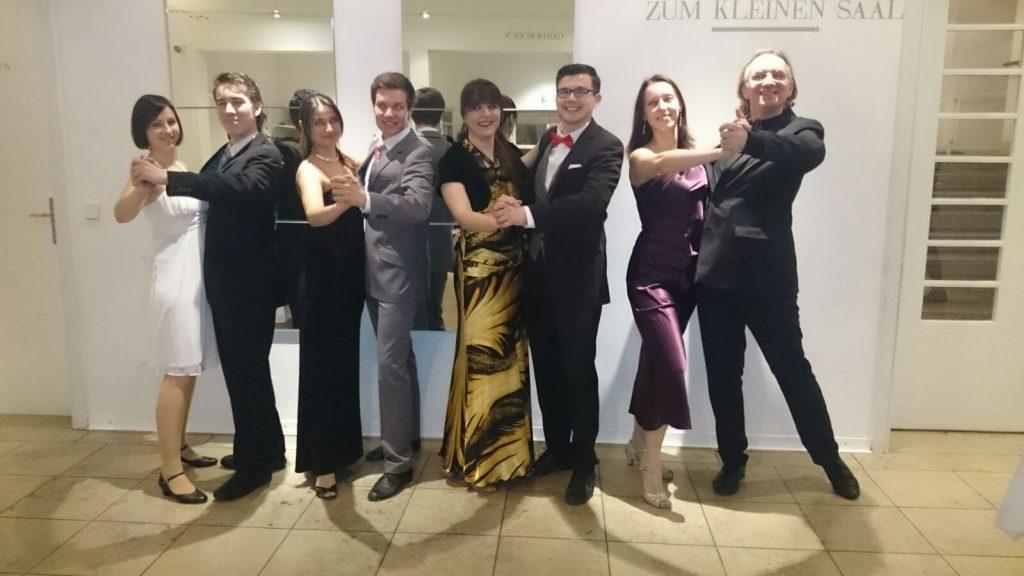 Tanzlehrer Gruppenbild Schneeball 2016 (v.l. Magdalena, Andi, Beyza, Philipp, Dani, Rudi, Conny, Robert)